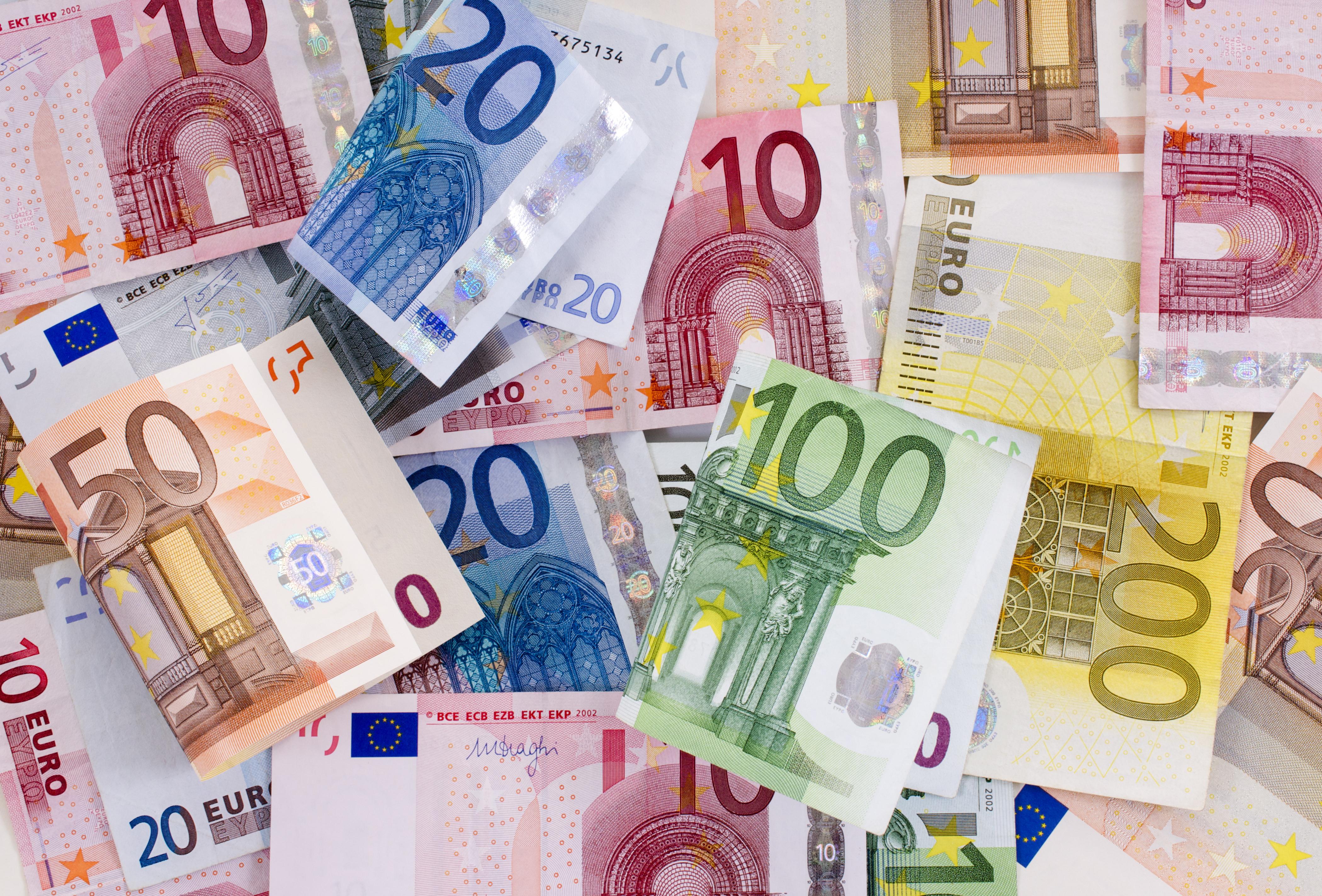 тех снимках, фото банкнот евро собрал