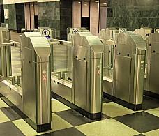 Поездки на метро разрешили оплачивать с помощью телефона