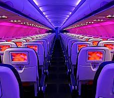 Виртуальный тур по самолету запустили на автобусных остановках