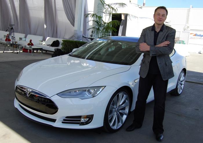 Tesla обвинила финдиректора нефтесервисной компании впопытке выдать себя заИлона Маска