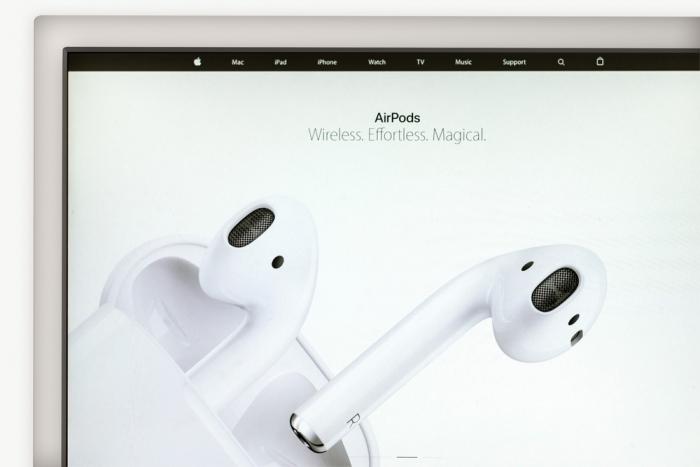 Apple отложила выпуск беспроводных наушников AirPods нанеопределённый срок