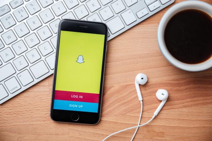 Стали известны сведения о выходе акций мессенджером Snapchat