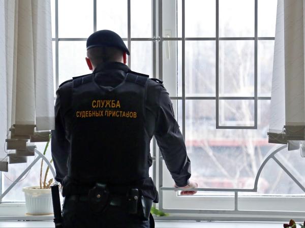 Путин поручил ФССП вести надзор заколлекторами
