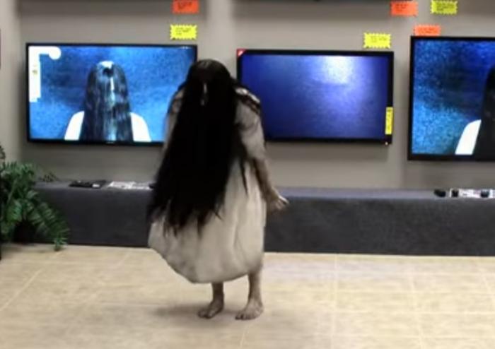 Паника вмагазине: размещено видео розыгрыша сдевочкой из«Звонка»