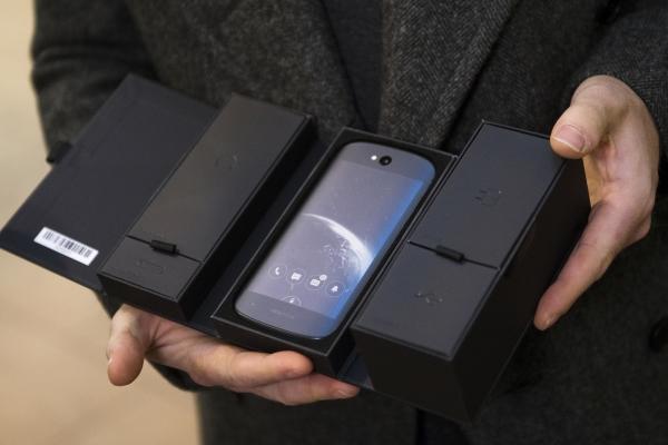 Анонсированы российские «убийцы» iPhone 7— мобильные телефоны YotaPhone 3 иYotaPhone 3 Plus