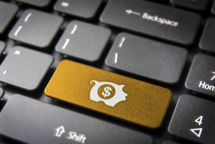 Жители России смогут открывать счета вбанках через Интернет