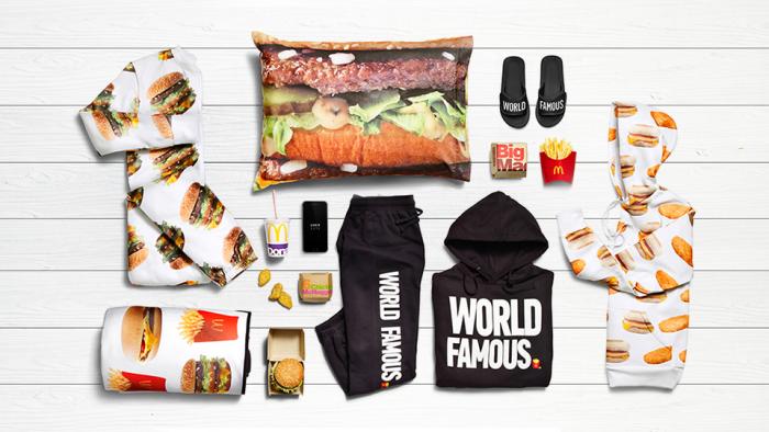 Как можно есть и одновременно носить «Биг Мак»