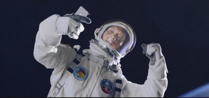 """""""Скала"""" и Siri в главной роли: Дуэйн Джонсон рекламирует Apple"""