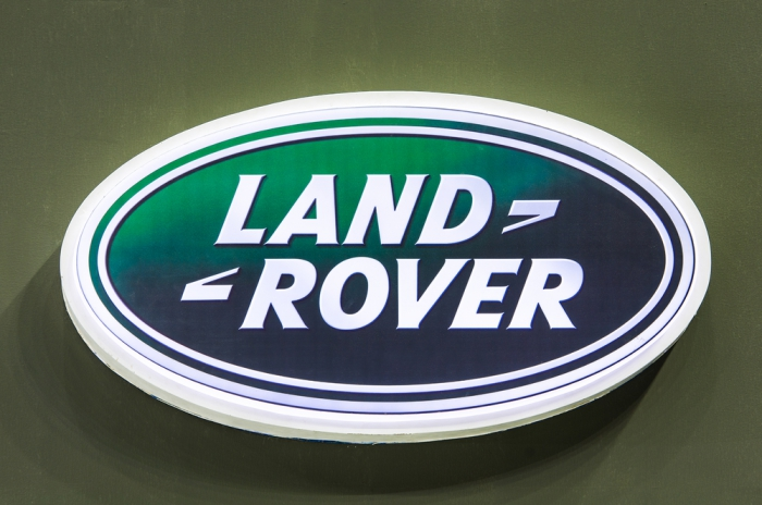 """Сервисы """"Яндекса"""" загрузят в автомобили Land Rover"""