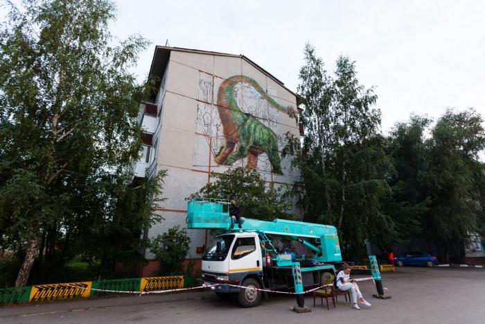 Фестиваль «Стенограффия» оставил в Омске трехмерного брахиозавра