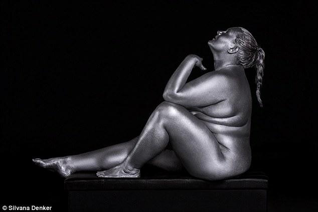 Полный боди-арт: обнаженных plus-size моделей представили в золоте и серебре