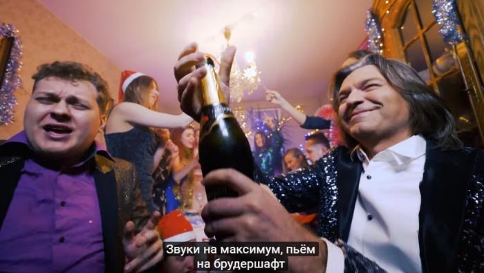 Дмитрий Маликов иЮрий Хованский представили пародию напесню «Розовое вино»