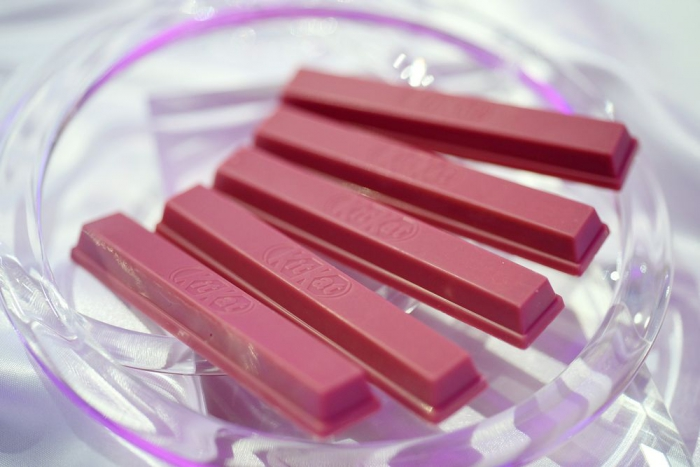 Nestle выпустила Kit-Kat срозовым шоколадом