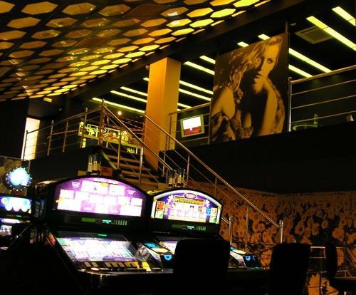 Играть слотико казино