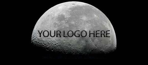 Изображение будет хорошо видно, только когда Луна будет проходить первую и последнюю четверти в своей смене фаз. В полнолуние логотип пропадёт, и наш спутник будет выглядеть как обычно, успокаивают предприниматели (иллюстрация Moonpublicity).