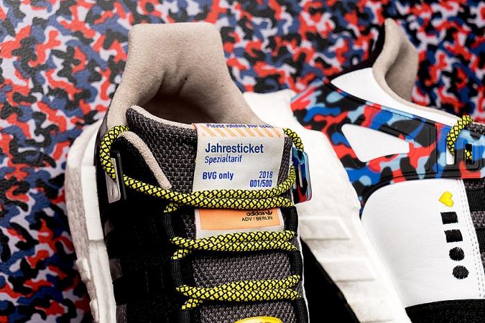 fbd277bf Дизайн обуви напоминает дизайн обивки сидений в столичном метро. А  выбранная цветовая гамма соотносится с главными цветами берлинского  транспорта.